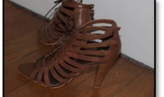 Sur mes sandales perchée