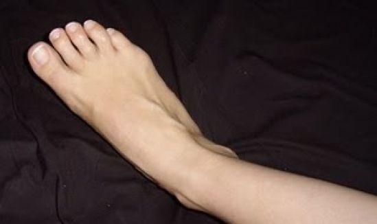 Objectif beauté sur la plage: séance beauté des pieds