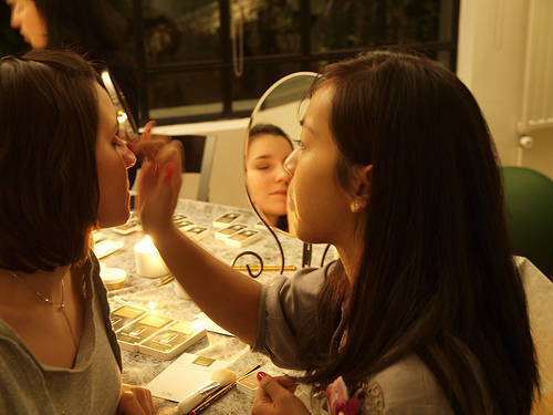 PC015488416705162177394400 Maquillage entre participantes