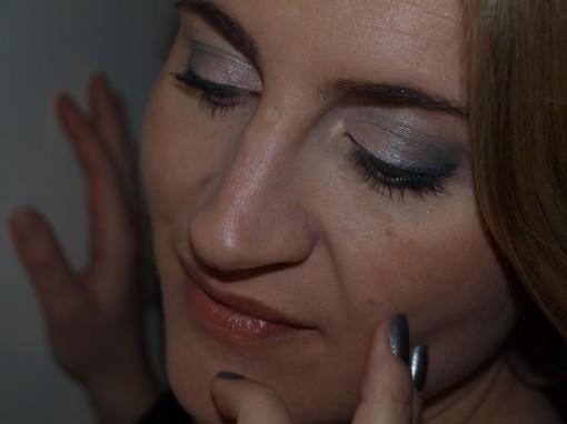P1011839 510x382 Maquillage de fête sans ressembler à une boule à facette