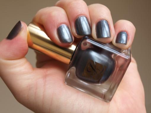 P1012092 510x382 Tendance manucure printemps 2011 : entre gris clair et gris bleuté