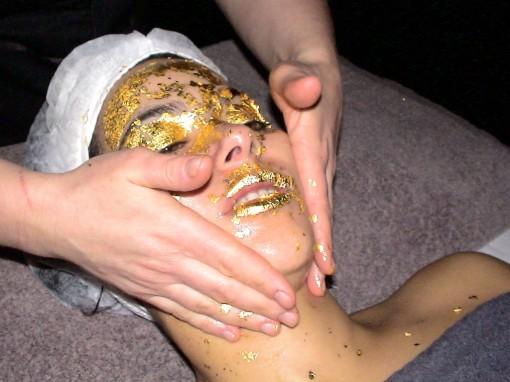 SkinGoldetape9 30ansenbeaute 510x382 La femme au masque dor ** À gagner 1 soin SkinGold 24 carats ! **