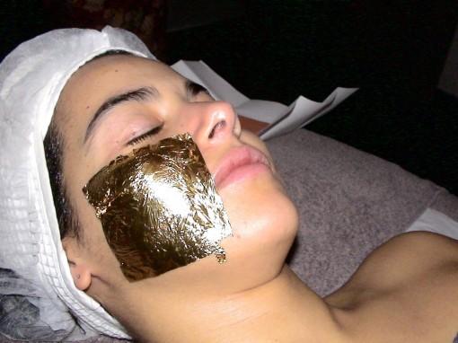 Skingold3emephase30ansenbeaute 510x382 La femme au masque dor ** À gagner 1 soin SkinGold 24 carats ! **
