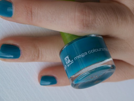 2BCosmetics Megacolours nail polish 30ansenbeaute 510x382 Maquillage Little Marcel