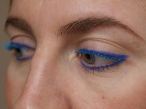 Maquillage yeux bleu II 30ansenbeaute 510x382 Le regard bleu frappé