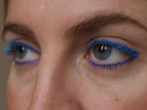Maquillage yeux bleu frappe 30ansenbeaute 510x382 Le regard bleu frappé