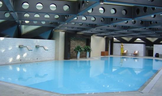 Spa 5 Mondes Kempinski piscine 30ansenbeauté