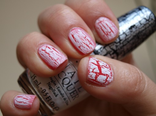 OPI Shatter White on red nails 30ansenbeaute.com  510x382 Tendance manucure : ces tops qui ont la coat