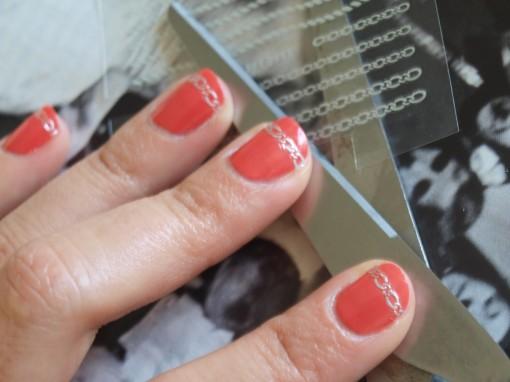 Ciseaux nail sticker 30ansenbeaute 510x382 Manucure alliances pour la témoin