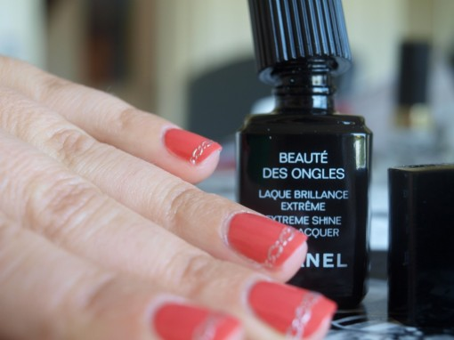 Top coat laque brillance Chanel 30ansenbeaute 510x382 Manucure alliances pour la témoin