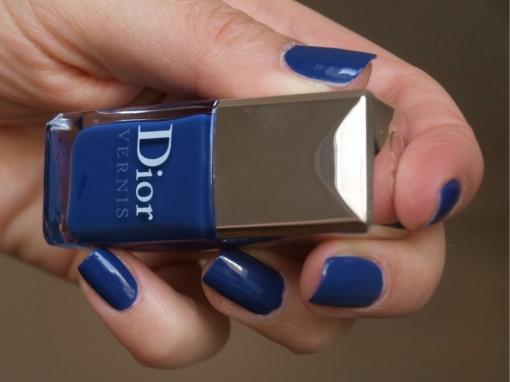 Vernis Blue Denim Dior ongles 30ansenbeaute 510x382 La bataille du vernis bleu est lancée