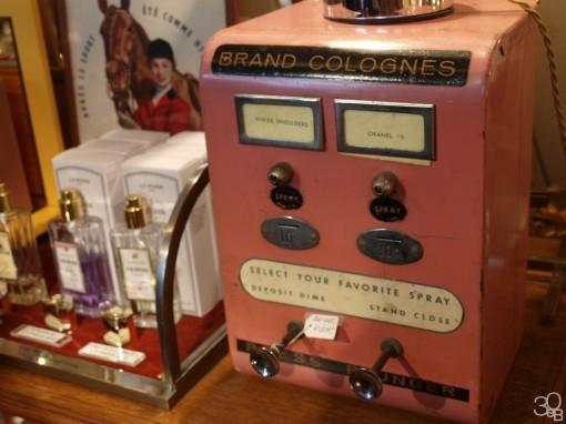 Belle de Jour distributeur parfum annees 50 30ansenbeaute 510x382 Eaux de Cologne entre passé et présent