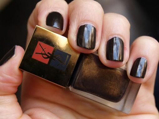 Laque vernis Noir Mordore YSL 30ansenbeaute 510x382 Lart du Too Much par YSL