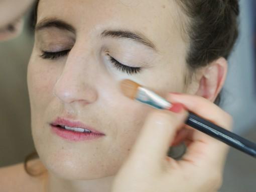 Maquillage mariee concealer 30ansenbeaute 510x382 Jolis instants de préparation maquillage pour un mariage