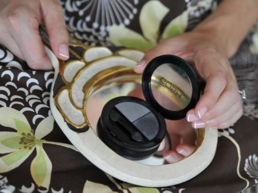 Maquillage mariee manucure fards Gosh 30ansenbeaute2 510x382 Jolis instants de préparation maquillage pour un mariage