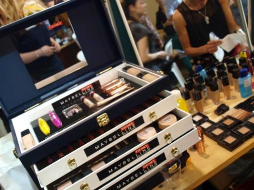 malette makeup maybelline defile 30ansenbeaute 510x382 Le makeup demakeup, nouvelle tendance en 2012 ?