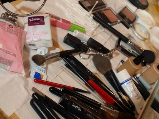 pinceaux backstage defile maybelline 30ansenbeaute 510x382 Le makeup demakeup, nouvelle tendance en 2012 ?