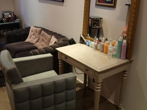 Le 161 salon coiffure canape 30ansenbeaute 510x382 Le 161, le salon appartement de Kat