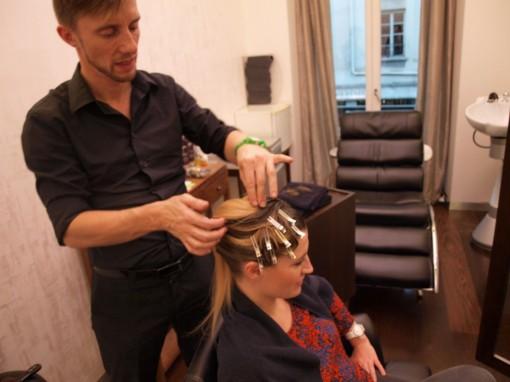 Tuto Coiffure fete feuilles dor 11 30ansenbeaute 510x382 Idée coiffure de fêtes n°1 : le maquillage des cheveux à la feuille dor