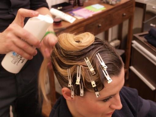 Tuto Coiffure fete feuilles dor 12 30ansenbeaute 510x382 Idée coiffure de fêtes n°1 : le maquillage des cheveux à la feuille dor