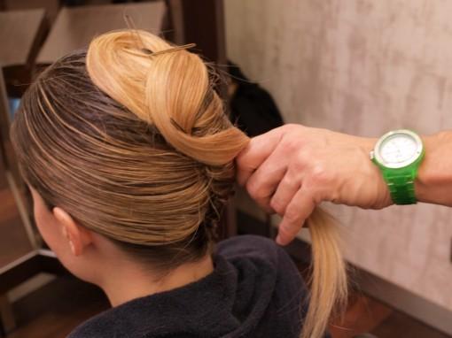 Tuto Coiffure fete feuilles dor 13 30ansenbeaute 510x382 Idée coiffure de fêtes n°1 : le maquillage des cheveux à la feuille dor