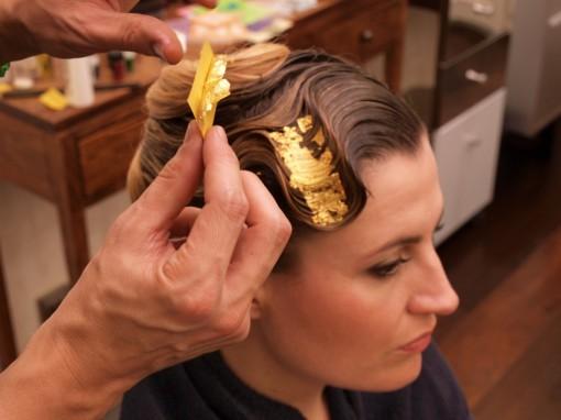Tuto Coiffure fete feuilles dor 17 30ansenbeaute 510x382 Idée coiffure de fêtes n°1 : le maquillage des cheveux à la feuille dor