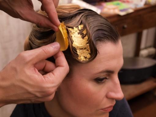 Tuto Coiffure fete feuilles dor 18 30ansenbeaute 510x382 Idée coiffure de fêtes n°1 : le maquillage des cheveux à la feuille dor