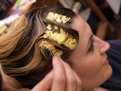 Tuto Coiffure fete feuilles dor 21 30ansenbeaute 510x382 Idée coiffure de fêtes n°1 : le maquillage des cheveux à la feuille dor