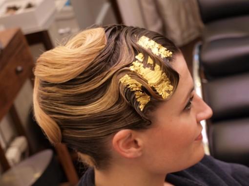 Tuto Coiffure fete feuilles dor 22 30ansenbeaute 510x382 Idée coiffure de fêtes n°1 : le maquillage des cheveux à la feuille dor