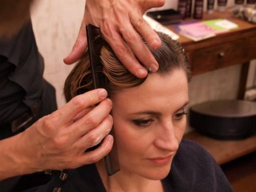 Tuto Coiffure fete feuilles dor 3 30ansenbeaute 510x382 Idée coiffure de fêtes n°1 : le maquillage des cheveux à la feuille dor