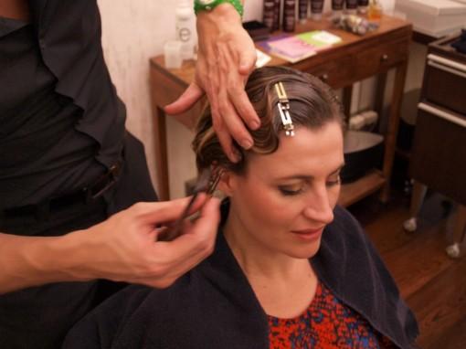 Tuto Coiffure fete feuilles dor 4 30ansenbeaute 510x382 Idée coiffure de fêtes n°1 : le maquillage des cheveux à la feuille dor