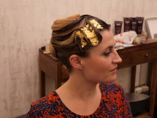 Tuto Coiffure fete feuilles dor fin 30ansenbeaute 510x382 Idée coiffure de fêtes n°1 : le maquillage des cheveux à la feuille dor
