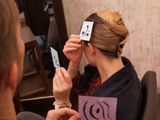 Tuto Coiffure fetes paillettes pochoir1 30ansenbeaute 510x382 Idée coiffure de fêtes n°2 : le tatouage avec un pochoir