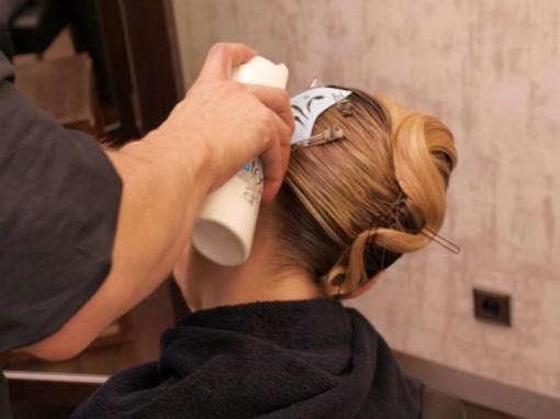 Tuto Coiffure fetes paillettes pochoir3 30ansenbeaute 510x382 Idée coiffure de fêtes n°2 : le tatouage avec un pochoir