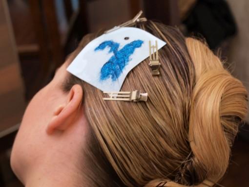 Tuto Coiffure fetes paillettes pochoir5 30ansenbeaute 510x382 Idée coiffure de fêtes n°2 : le tatouage avec un pochoir