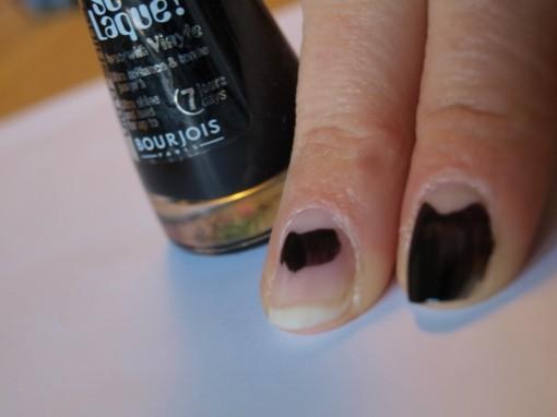 So Laque Bourjois Noir de chine 30ansenbeaute 510x382 Voir le vernis en noir