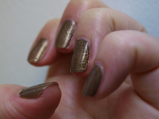 Duo vernis or top coat fini croco Dior II 30ansenbeaute 510x382 Dior Golden jungle des yeux aux ongles