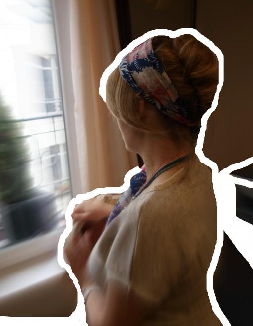 chignon neo retro coiffure tutoriel 30ansenbeaute 510x658 Spécial Cannes : le tuto coiffure pour un chignon néo rétro