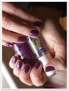 1ff023fe9d8376e3d78c40aa35405ae0 Des ongles violets, oui mais en total look, non!