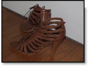 2f5a94ee4e9e06be0e58d71f8e7933bd Sur mes sandales perchée