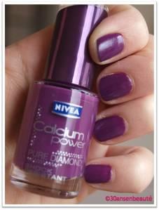 40e91dac3a6356baee5ff47d1c6181b4 Des ongles violets, oui mais en total look, non!