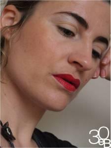 e5eff66ec6a7d7bd63e64cc720ce459d Maquillage minimaliste : du rouge sur lèvres et cest tout!
